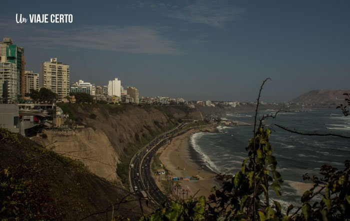 Vista de Miraflores y el centro comercial Larkomar