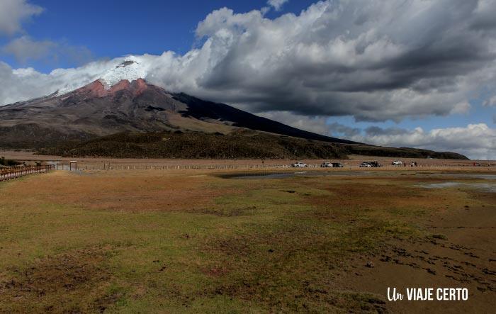 Laguna Limpiopungo y volcán Cotopaxi