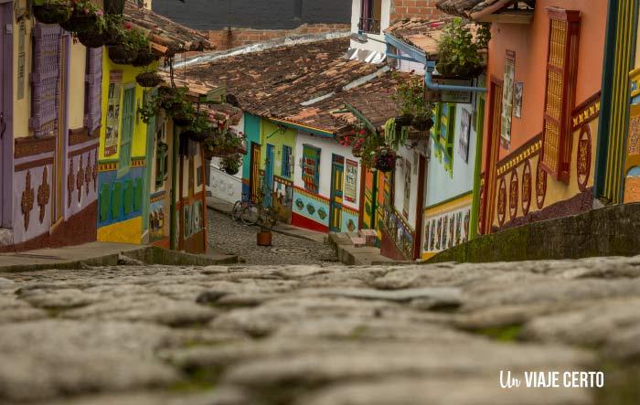 Calles con Zócalos en Guatapé