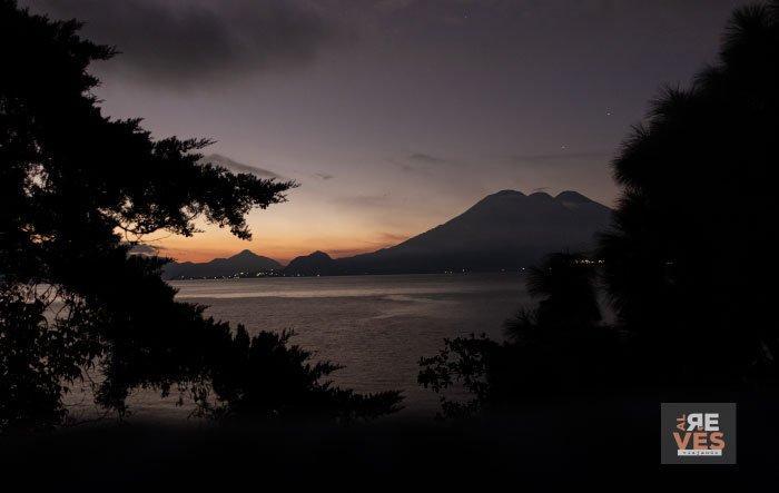 amanecer en el lago atitlan