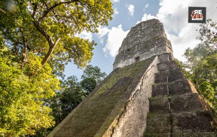 templo v parque nacional tikal
