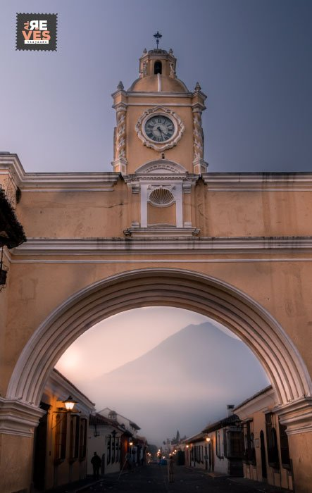viajar a antigua guatemala y ver el arco de santa catalina