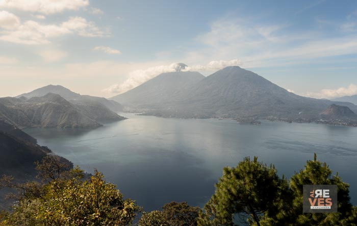Vista panorámica del Lago Atitlán