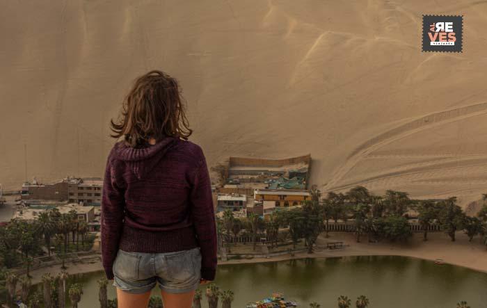 Vista de Huacachina desde las dunas