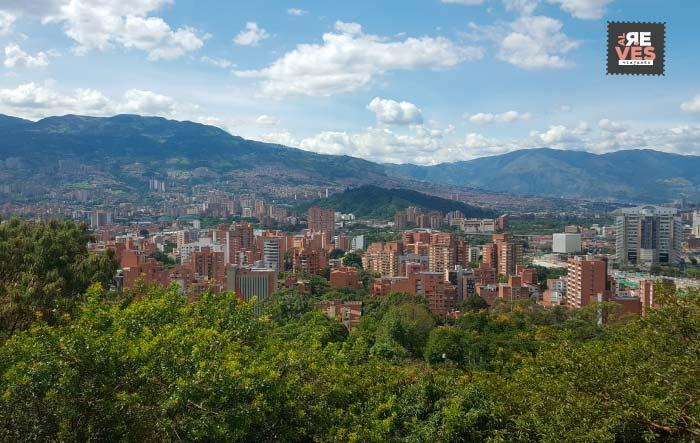 Panorámica de Medellín desde el Pueblito Paisa