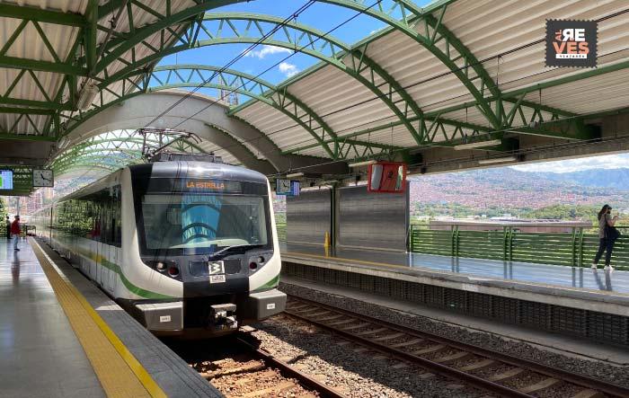 Metro de Medellín en estación